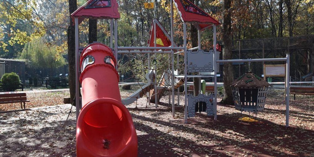 Loc de joacă reamenajat la Grădina Zoo
