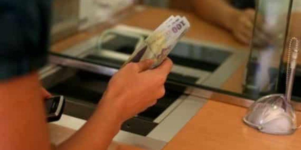 Cu cât sunt datori argeșenii la Bănci?