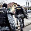 Piteșteni acuzați de infracțiuni informatice arestați de mascați