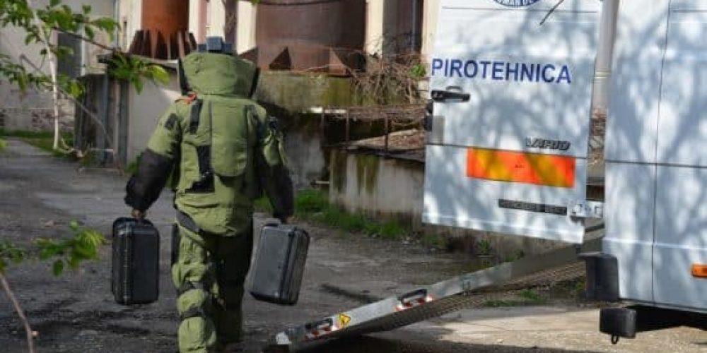 Locatari de bloc evacuați din cauza unei valize supecte