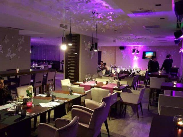Club Mon`Arch din Hotelul Ramada