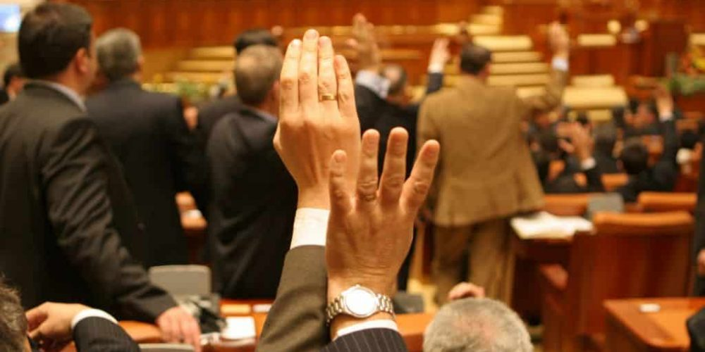 Parlamentul a votat prelungirea stării de urgență, însă cu condiții. Care sunt acestea?