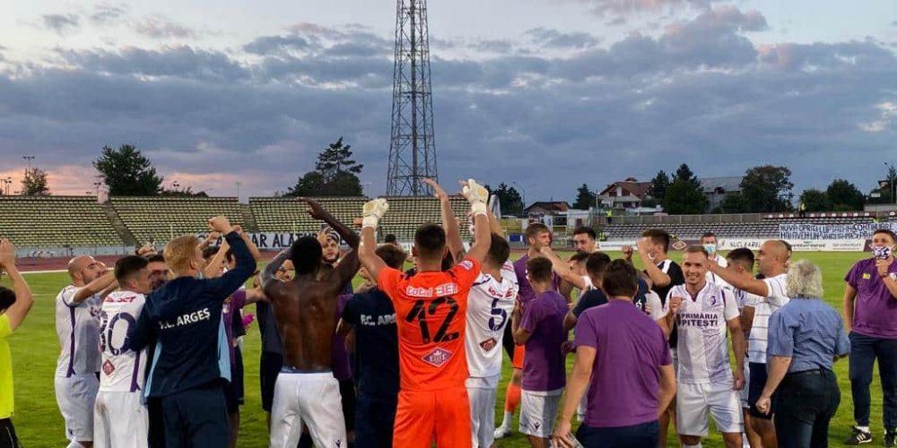 FC Argeș promovează direct în Liga I și face istorie